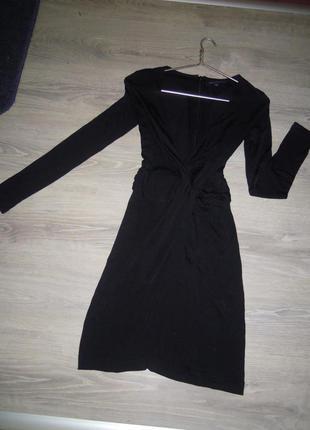 Идеальное черное платье с глубоким декольте и юбка запах
