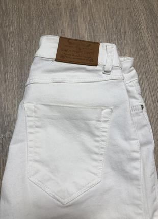 Белые легкие джинсы zara