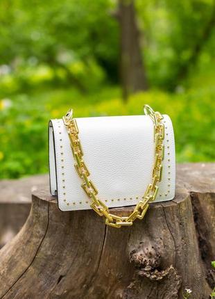Стильная сумочка с объемной цепочкой. кожа