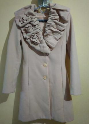 Пальто нежно розовое