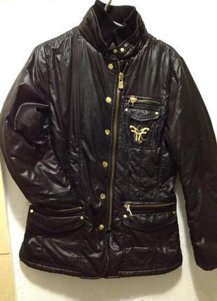 Черная куртка в идеальном состоянии