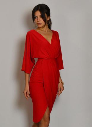 Роскошное женственное красное платье миди на запах с рукавами и разрезом