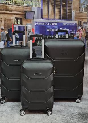 Отличный дорожный чемодан