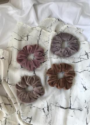 Бархатная резинка для волос в пудровом/нюдовом/тауп/карамельном цвете