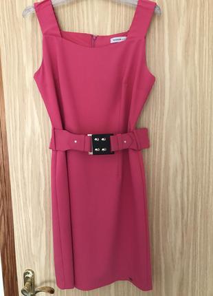 Классное розовое платье на широких бретелях