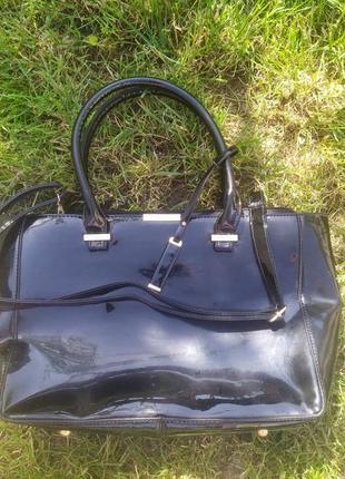 Красивая сумка из лаковой кожи. новая