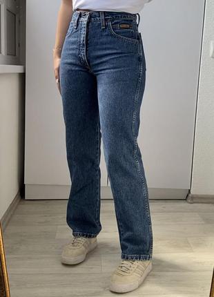 Плотные джинсы прямого кроя, насыщений цвет wrangler