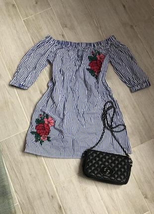 Платье на плечики с вышивкой