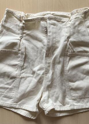 Джинсовые шорты ванильные, с карманами (дефект - нужно поменять молнию) ‼️