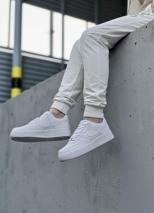 Шикарные мужские кроссовки nike air force 1 low white белые кросівки4 фото