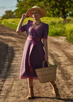 Винтажное платье под пояс с кружевом