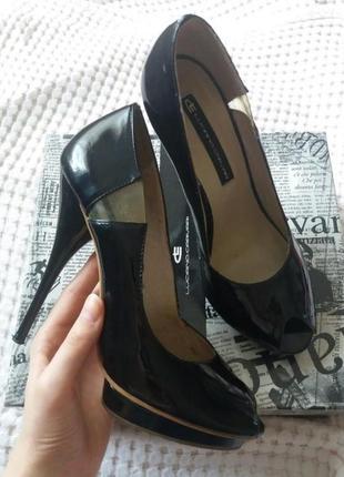 Лаковые кожаные туфли luciano carvari