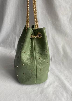 Сумочка на цепочке утяжкой кожаная клатч италия зеленая