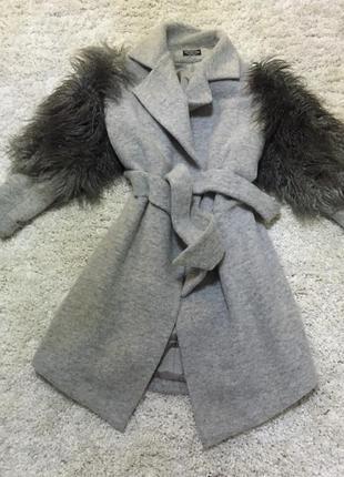 Пальто зимнее с мехом ламы