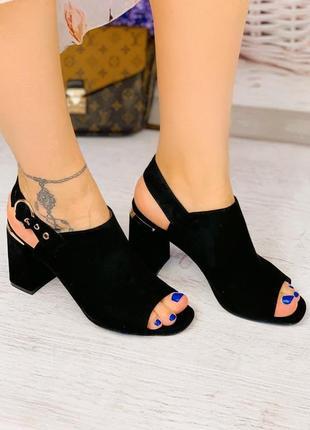 Босоножки женские чёрные на каблуке замшевые