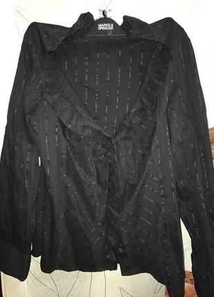 Черная блуза с рюшами