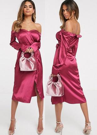 Распродажа атласное платье prettylittlething миди с открытыми плечами и разрезом