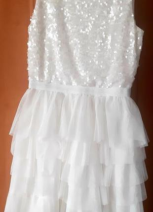 Нарядное платье в паетках