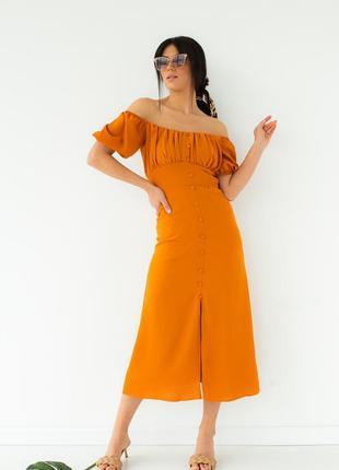 Платье с откровенным декольте