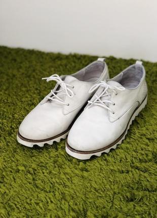Кожаные туфли светлые однотонные на платформе туфлі шкіряні на платформі