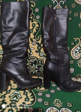 Демисезонные кожаные сапоги. размер 35.