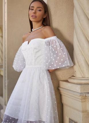 Белое воздушное свадебное, венчальное, вечернее платье с открытыми плечами3 фото
