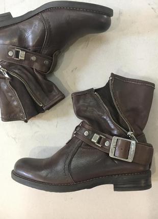 Стильные фирменные ботинки стелька 25 см