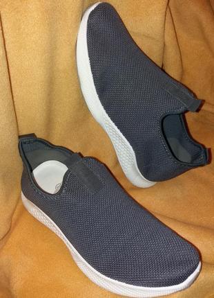 Крутезные новые кроссовки в сеточку на широкую ногу,41-41,5разм..