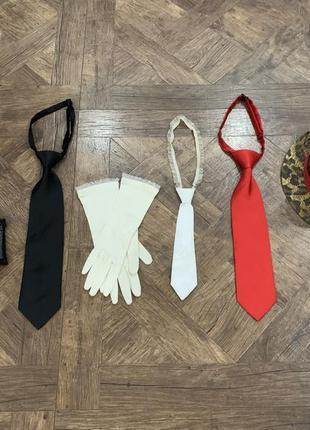 Комплект, набор аксессуаров: галстуки, перчатки, козырек, шляпа