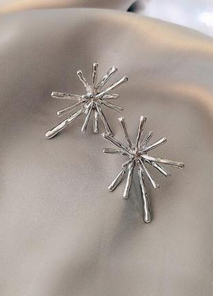 Креативные серьги под серебро гвоздик серебро 925/ большая распродажа!