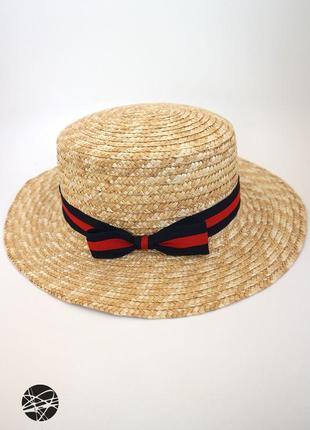 Соломенная шляпа с контрастной лентой
