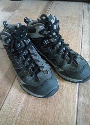Треккинговые кожаные ботинки кроссовки vibram 39р. влагозащищенные