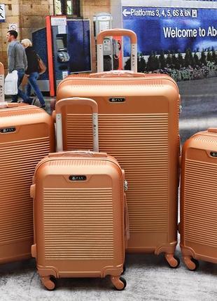 Яркий чемодан, валіза ,дорожная сумка ,польский бренд, надёжный