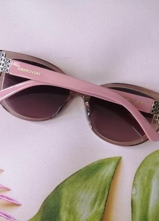 Эксклюзивные розовые брендовые солнцезащитные женские очки с декором на дужке