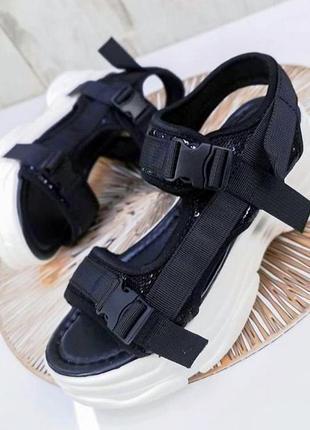 Босоніжки сандалі на платформі