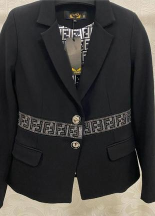 Невероятно стильный пиджак,жакет ,принт в стразах, люкс качество.