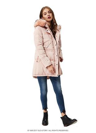 Зимняя тёплая светло розовая нюдовая курточка с капюшоном парка