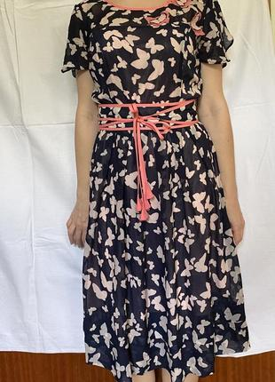 Шифоновое платье с поясом на подкладке, рисунок бабочки