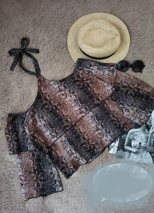 Блузка топ с открытыми плечами завязкой вокруг шеи объемными рукавами змеиный принт