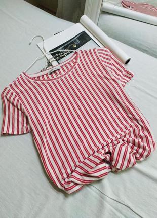 Легкая футболка в полоску