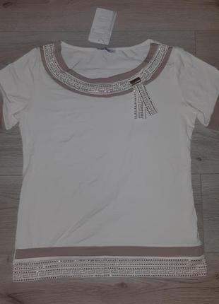Трикотажная блуза-футболка с оригинальным принтом