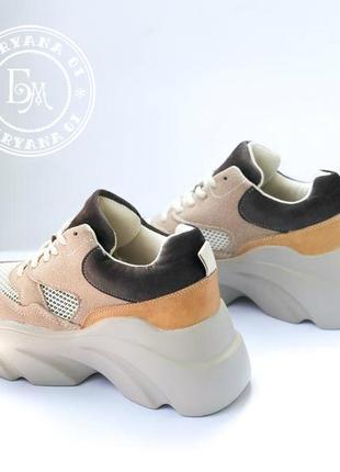 Трендовые бежевые кроссовки