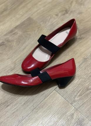 Красные туфли балетки маленький каблук