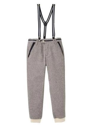 Стильные брюки на подтяжках