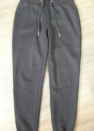 Спортивные штаны на лёгком флисе