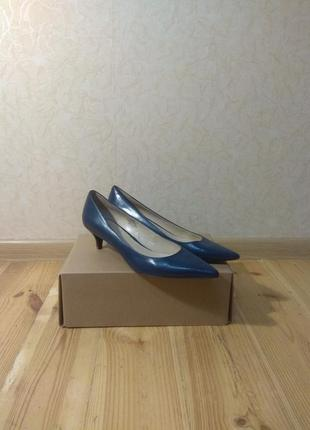 Женские туфли-лодочки на маленьком каблуке