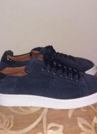 Стильные замшевые кроссовки новые