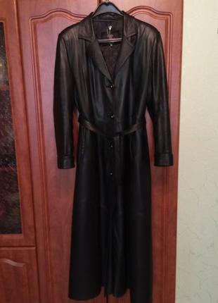 Шикарное кожаное пальто.
