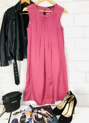 Платье прямого кроя малинового цвета
