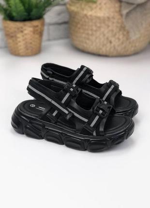 Чёрные босоножки с рефлективными вставками на липучках